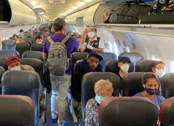 Coronavirus, l'Italia cambia idea: ora gli aerei possono volare pieni Bagaglio a mano, spunta il divieto