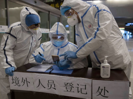 """Coronavirus, clamorosa rivelazione: """"Esisteva già nel 2012"""", quei due operai morti e la prova inconfutabile"""