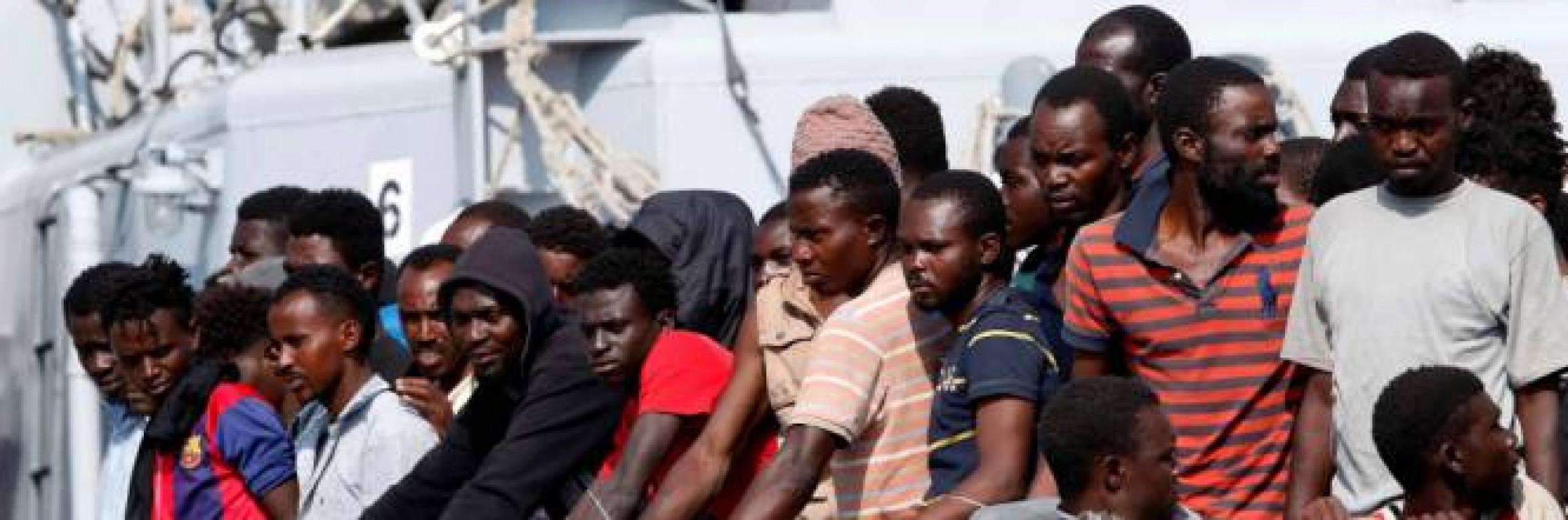 Flop controlli e porti aperti: la bomba dei migranti positivi