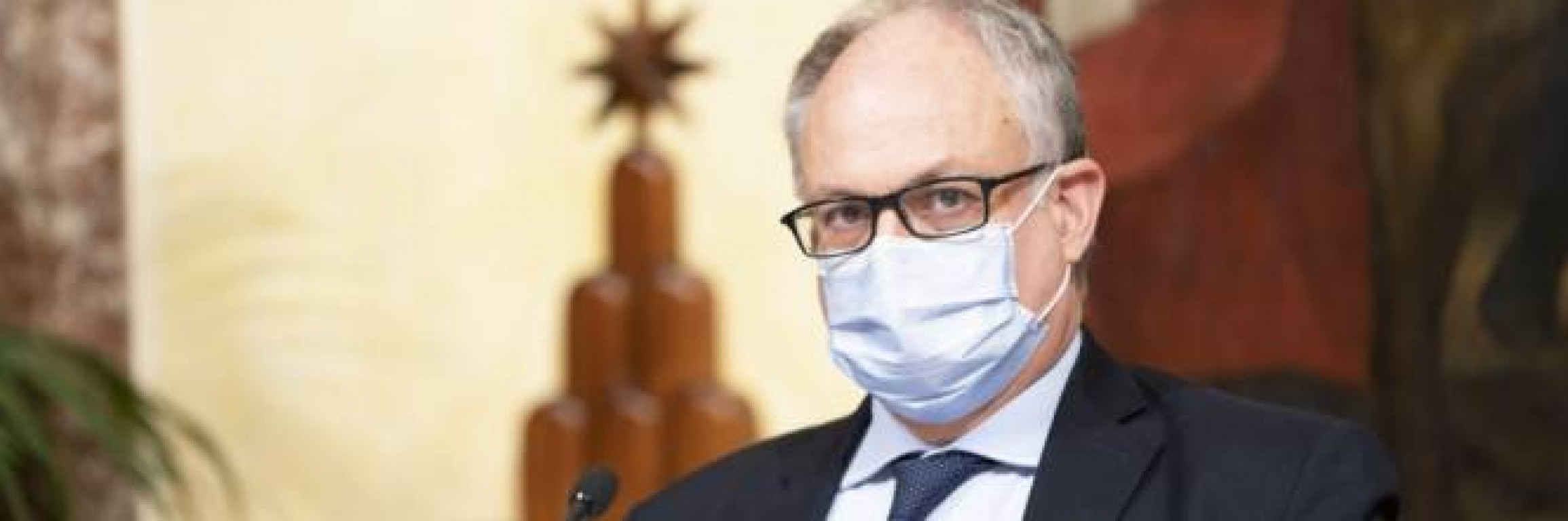 """Poteri straordinari a Gualtieri: ora può """"escludere"""" le Camere"""