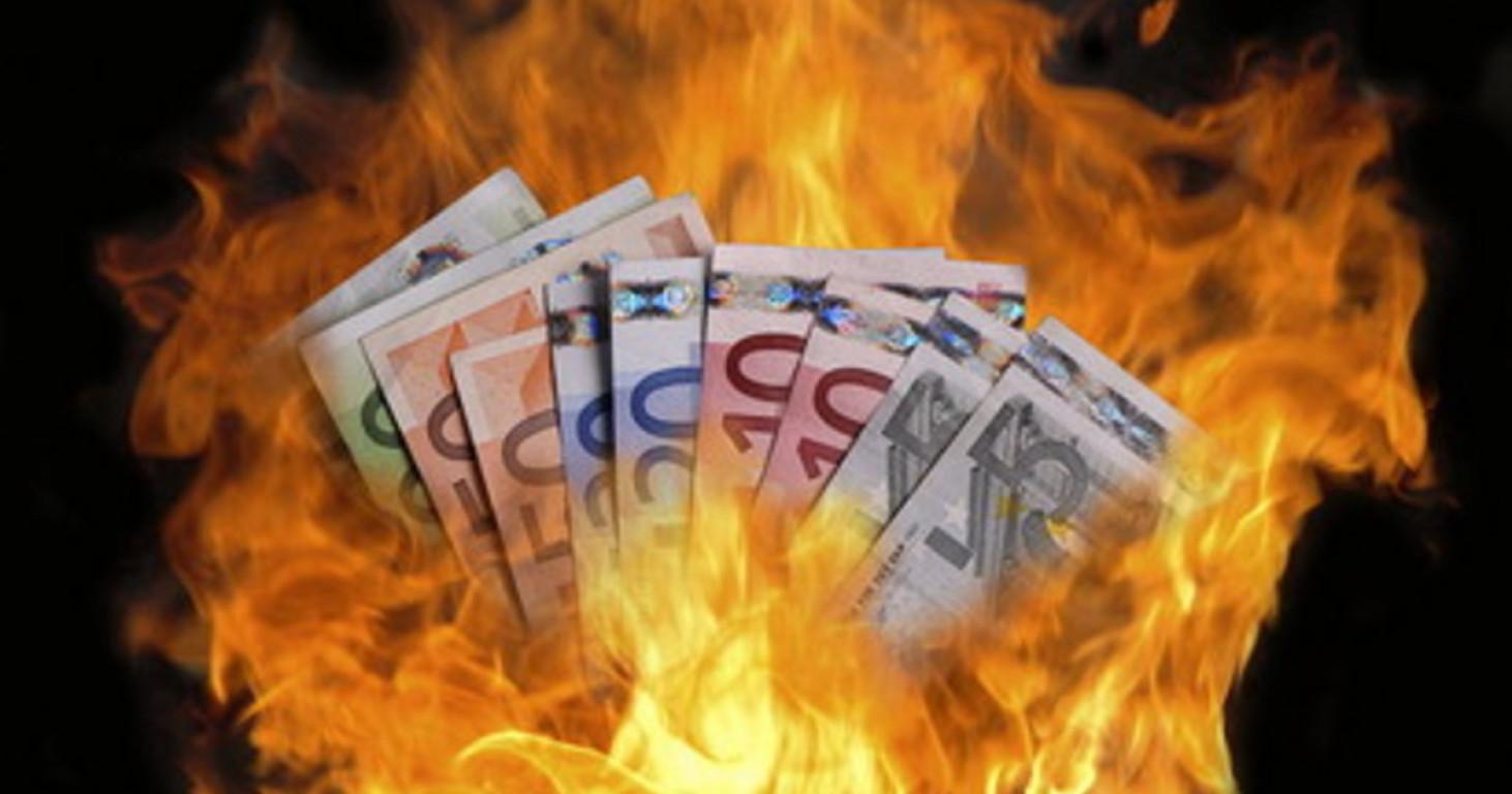 """Giuseppe Conte: """"Il peggio deve ancora arrivare"""". Il progetto: abolire il contante"""