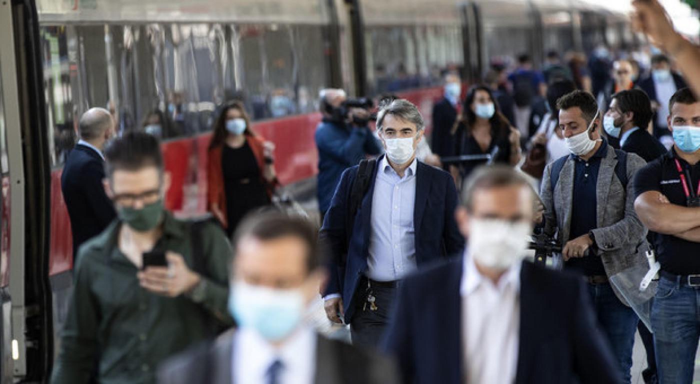 Coronavirus, in Italia dieci nuovi focolai. Crisanti: «Non si esclude un secondo lockdown»