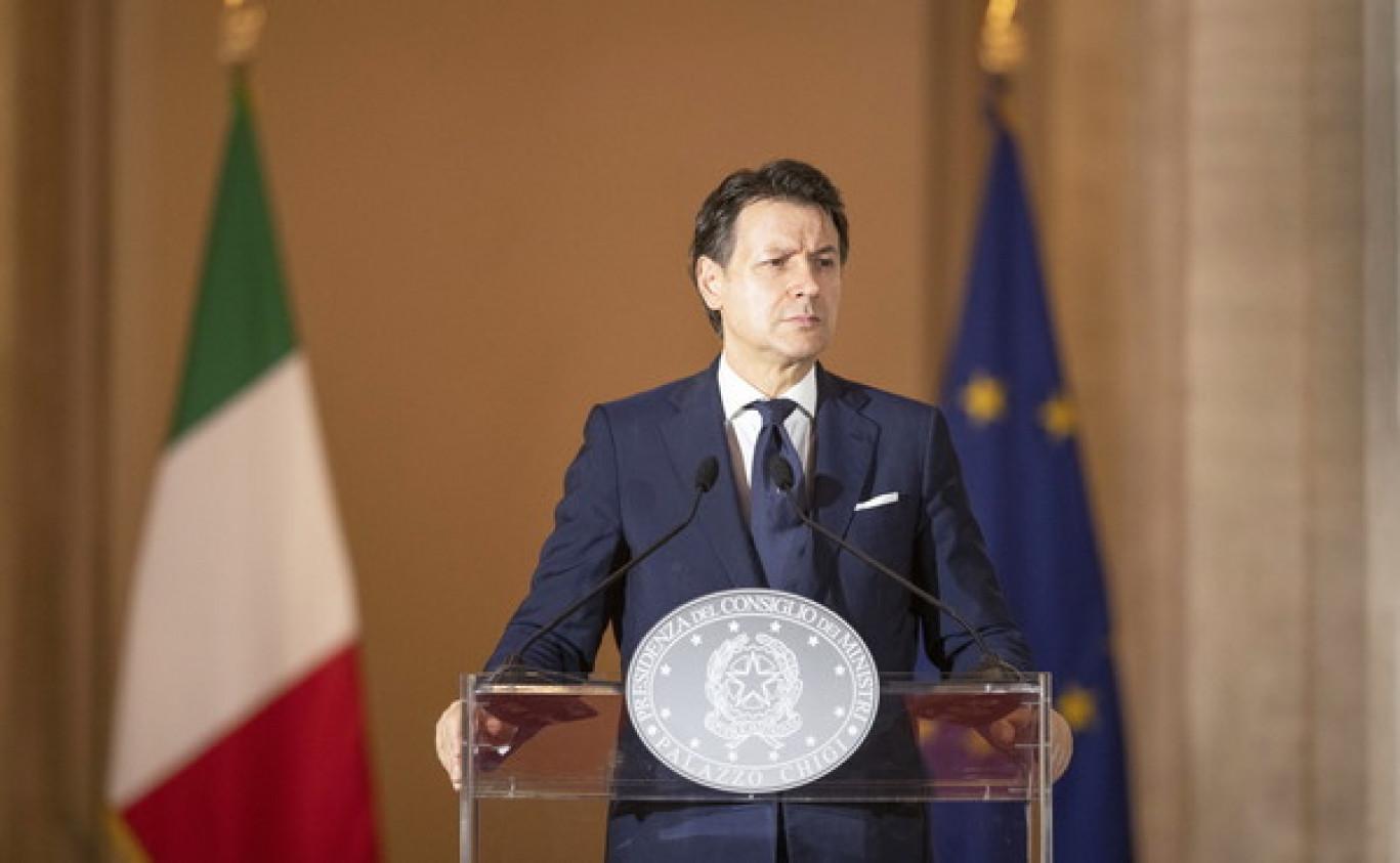 Conte apre la campagna elettorale: promette soldi, riforme e opere agli italiani