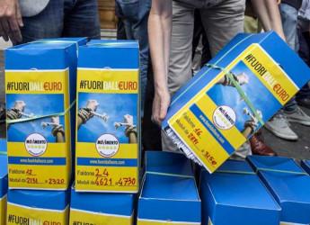 Il M5S deposita le firme per il referendum sull'euro