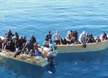 """Lampedusa, l'appello del sindaco: """"Stanotte altri 156 sbarcati, siamo allo stremo"""""""