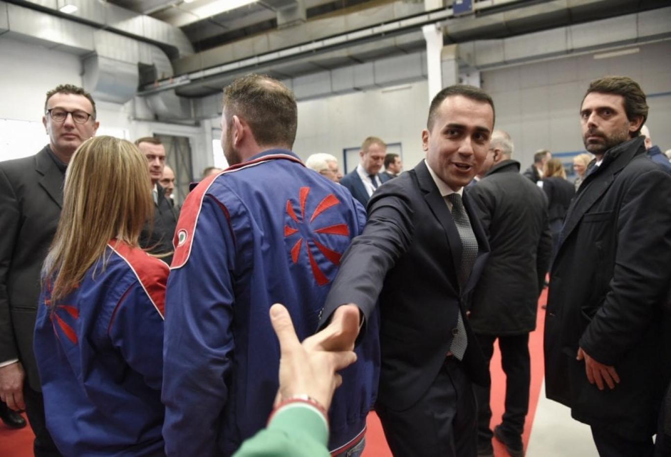 Dai banchi di Pomigliano alla gloria: per gli amici di Di Maio la crisi non esiste