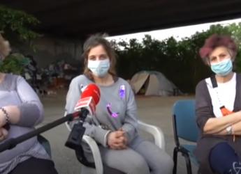 Miseria e pandemia a Milano: tre donne sole vivono sotto un ponte, adottate dal quartiere