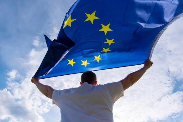 La Commissione Europea regolamenta criptovalute e stablecoin